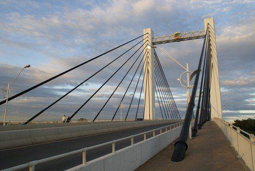 Estruturas de ferro da ponte Sérgio Mota. Por Isabela Mello.