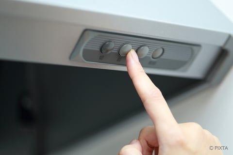 換気扇の油汚れの落とし方 掃除のポイントとやガンコ汚れの予防法 油汚れ 換気扇 掃除