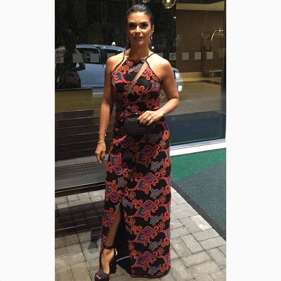 Uauuu!!! A apresentadora@giovanadileao ficou super elegante com nosso 'long dress' para evento especial. // Styling @crisconstantino // #reginasalomao #BeSensual #AW16 #momentoRS