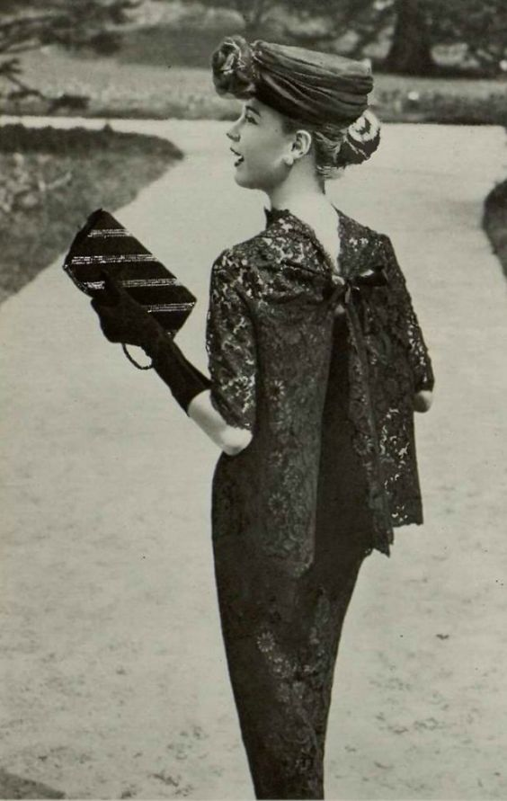 1956 Madeleine de Rauch : I love the back fastening on this lace jacket!
