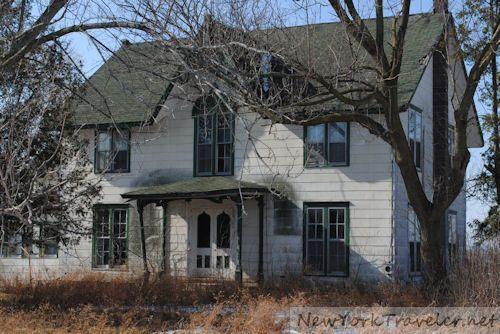 Abandoned house near geneva ny forgotten pinterest for Abandoned mansions in new york for sale