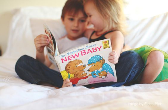 Pregnancy announcement... Kiddos with book (Photography Forum Tour | Women Photographer Community)