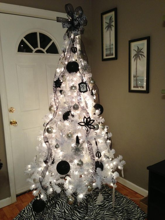 35 Black Christmas Tree Ideas Coz Everything Else Is Just Background Noise Blackchristmastre Black Christmas Trees White Christmas Decor Christmas Tree Inspo