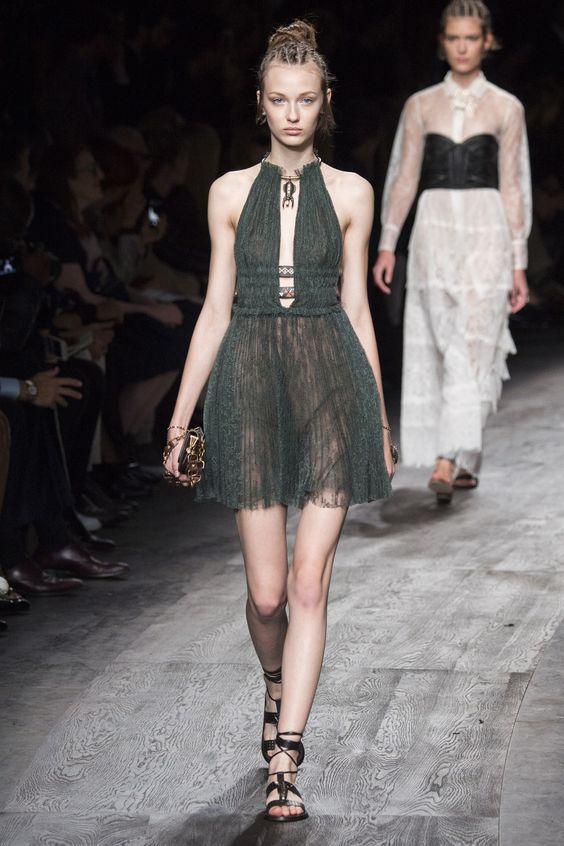 Valentino Spring 2016 Ready-to-Wear Fashion Show - Ala Sekula (IMG)