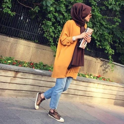 I love how you can puff a hijab a little towards the back to make a fuller appearance. http://geoarabica.blogspot.com/