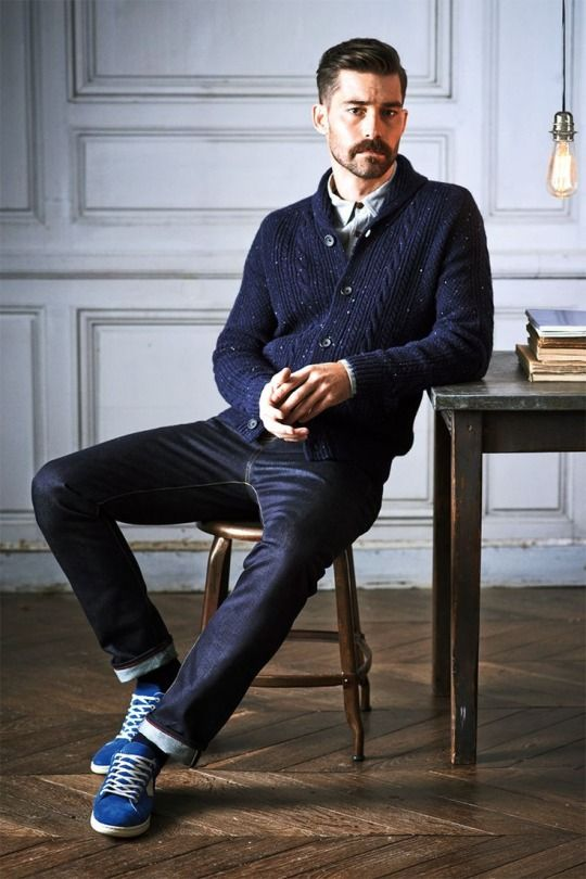 Men's fashion: blue cardigan and jeans