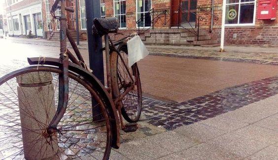 Ringkøbing - die gemütliche alte Dame am Fjord  altes rostiges Fahrrad