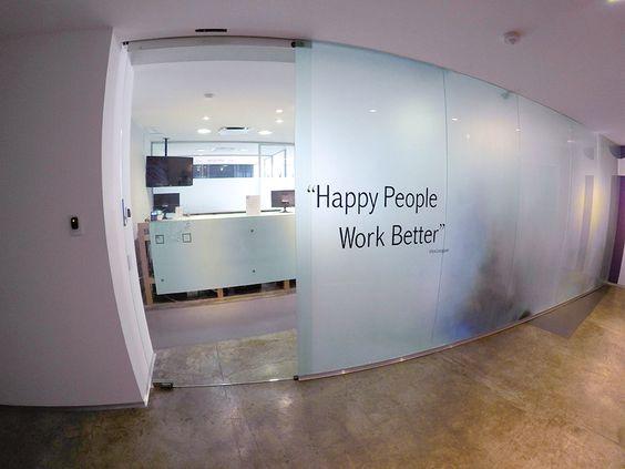 Loft oficina moderna buscar con google masqueweb for Recepcion oficina moderna