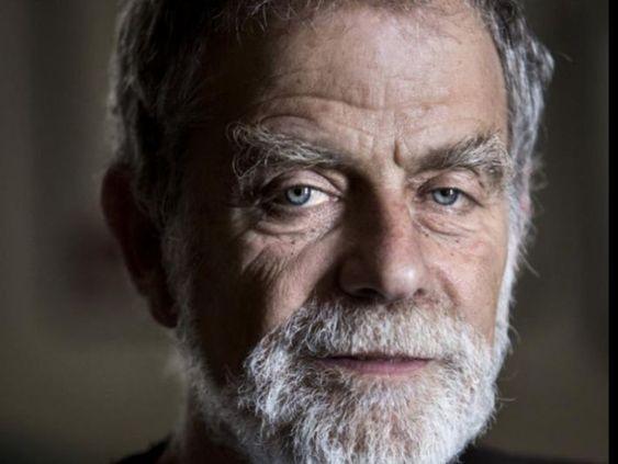 1 El poeta y traductor John Oliver Simon