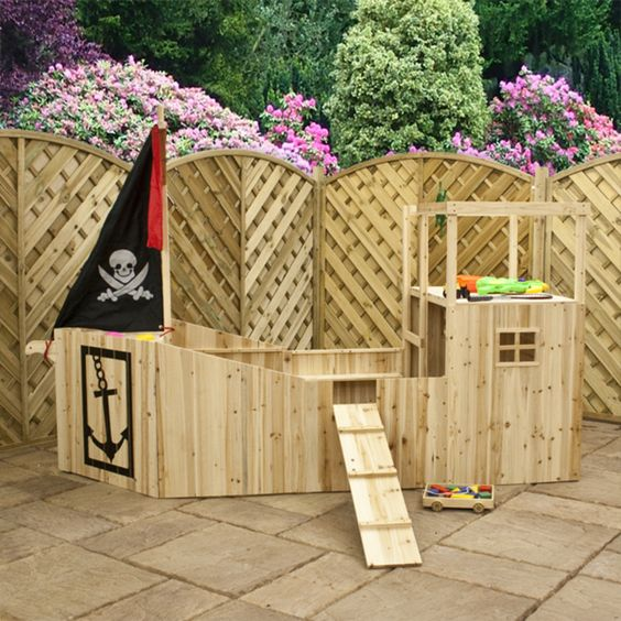 Pirate Ship Playhouse is perfect for boys! #boys #playhouse #pirate