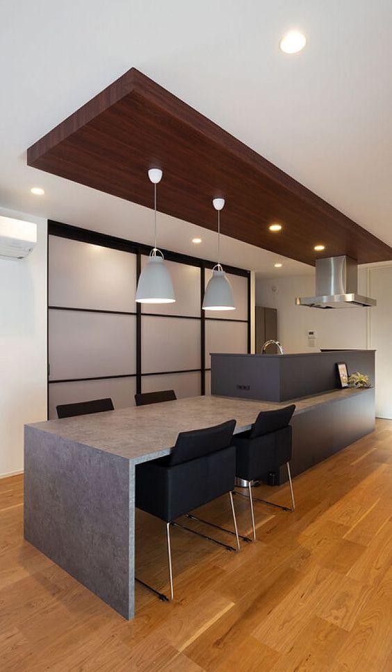 キッチンカウンターから繋がるダイニングテーブル 一体感が生まれより洗練された空間に リビング キッチン キッチンカウンター インテリア キッチンデザイン