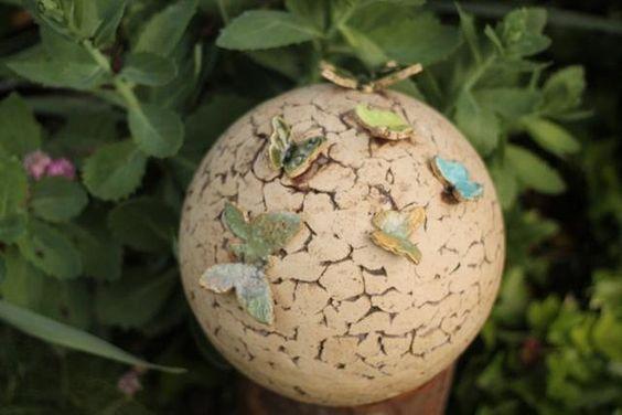 http://de.dawanda.com/product/83105891-keramik-kugel-mit-zarten-schmetterlingen