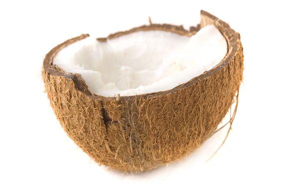 Kokosöl für die Haare: 3EL Kokosfett oder Kokosöl 1TL Olivenöl,  Spitzen tränken, in Längen einmassieren, Ansatz auslassen, 30min in Häubchen+Handtuch (Wämre) einwirken lassen, danach Haare waschen
