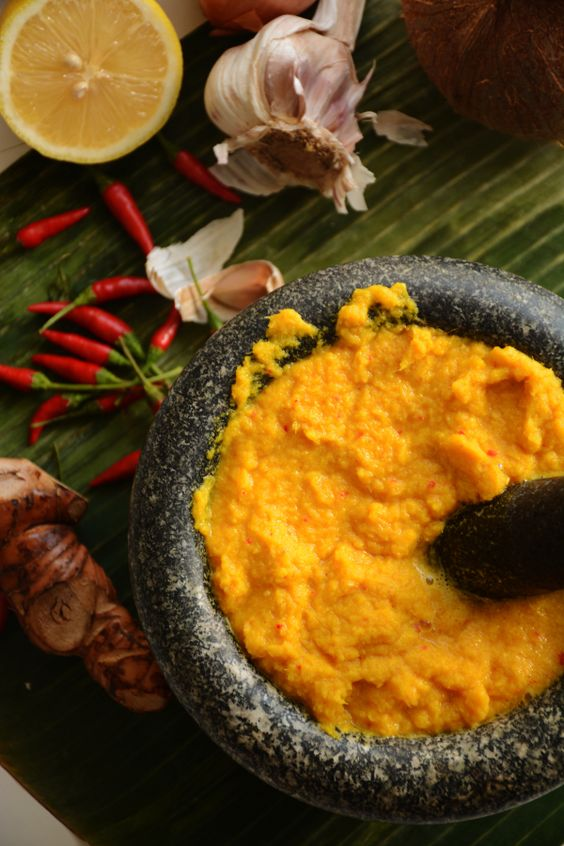 Kroueng or Cambodian curry paste - aromatic and fragrant - thespiceadventuress.com