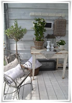 Frau K shabby chic love the table finish. This blog shows step by step how to decorate the table