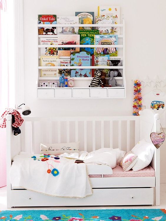Kinderzimmer mit schwarzen Akzenten