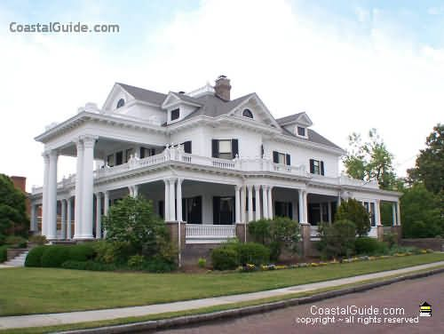 i am drawn towards colonial style homes and wow look