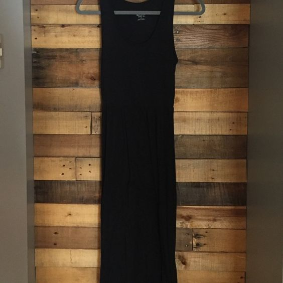 Missimo high low dress Love this dress from Mossimo. High in the front long in the back. Size S, black, 62% Polyester, 33% Rayonne Mossimo Supply Co Dresses High Low