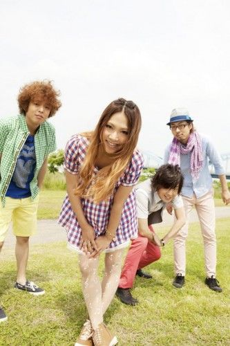 """Pop/rock group Violent is Savanna is set to release a new mini-album titled """"BARE BLUE"""" on July 11th. Producer Sakuma Masahide fully participated in this album by creating songs like """"Tsunagu"""", """"Kudaranai Hibi ni Sayonara"""" and more for a total of five songs. The new mini-album will incorporate and"""