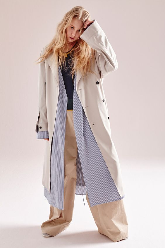 Polyester 100% (Lining) Cotton 100% Size Guide [Trench coat] S : 가슴 58cm / 어깨 51cm / 소매 56cm / 총장 111cm M : 가슴 61cm / 어깨 52.5cm / 소매 59.5cm / 총장 115cm L : 가슴 64cm / 어깨 54cm / 소매 63cm / 총장 119cm [Wrapped coat] S : 가슴 57cm / 어깨 4