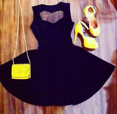 Vestido preto decote costas coração