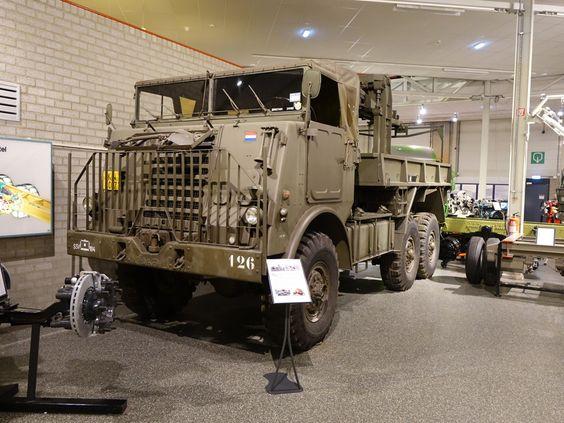 DAF YA 616 6X6 der Niederl. Armee, Baujahr 1967, Continental R6602 Benzinmotor, Gewicht 10150 Kg (02.05.2015)