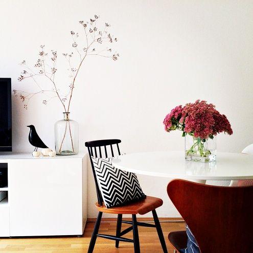 Herbst klitzeklein..., Tags Weiß + Herbst + Arne Jacobsen + Eames House Bird + Tapiovaara + Kürbis