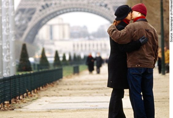 Chinese stereotype of French  – romantic, làng màn (浪漫)
