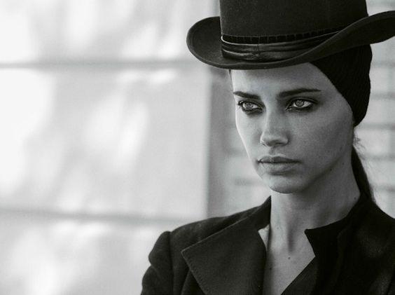 'Mystère À Brooklyn'  Adriana Lima. by Peter Lindbergh