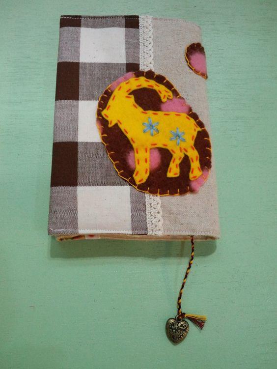 実店舗でsold out「アニマル」シリーズのブックカバーです。アニマル形のフェルトとレースを縫いつけ刺繍してあります。栞は刺繍糸を三つ編みし、ハートのモチー...|ハンドメイド、手作り、手仕事品の通販・販売・購入ならCreema。