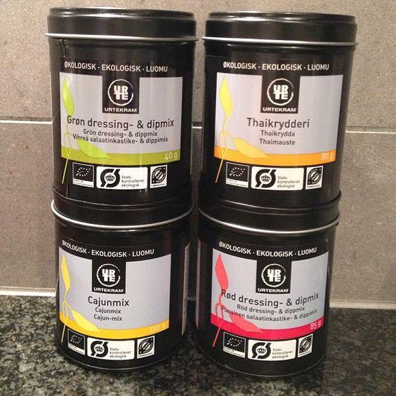 Riktigt goda kryddor från Urtekram! Bästa av allt är att mixerna består endast av ekologiska kryddor och himalayasalt, inget annat  #rawfood #rawfoodsweden #spices #organic #urtekram Tack Therese för tipset!!  @Therese Argus #Padgram