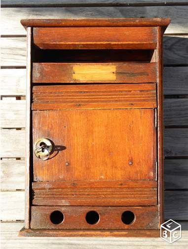 boite aux lettres d 39 immeuble ancienne en bois bricolage. Black Bedroom Furniture Sets. Home Design Ideas