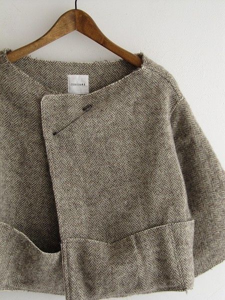 boxy tweed jacket with cuffed pockets ........ so elegant and chic!  totally do-able for any of us to create.....