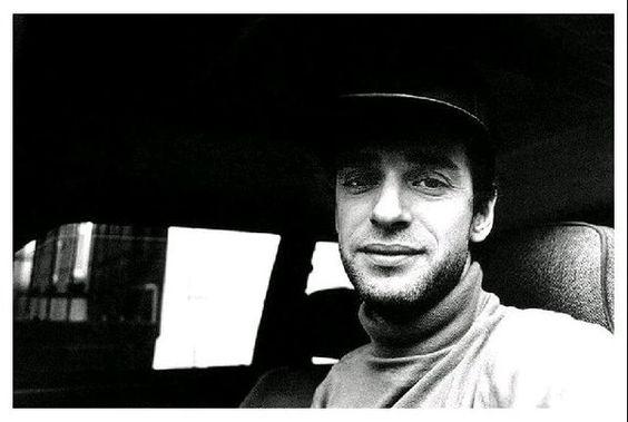 """FlacoStereo en Twitter: """"GUSTAVO CERATI: En su Volkswagen Variant de 1972. Santiago, Chile 1993. Fotografía: Gabriel Mardones https://t.co/c8aPN4Kv03"""""""