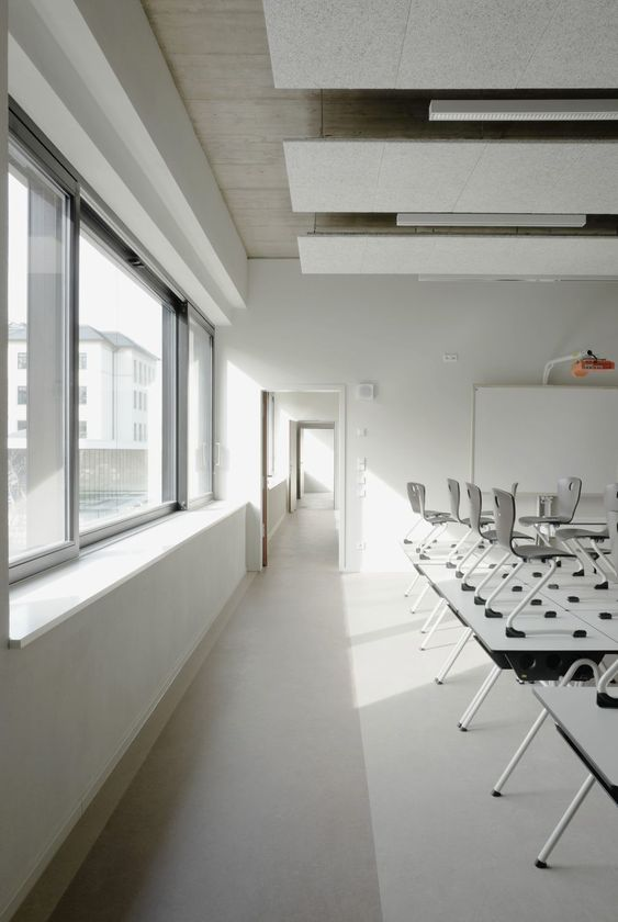 Fluctuating led office lights offer workers caffeine like energy boost interior design pinterest office lighting