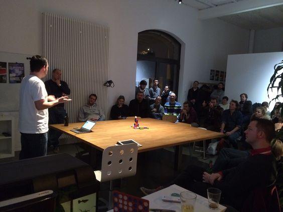 Stratege Stephan hält einen Vortrag bei netzstrategen/machen/feierabend