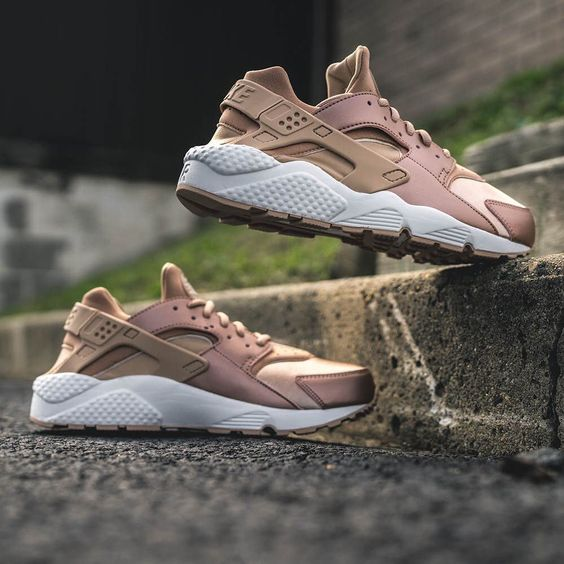 rose gold the women 39 s nike air huarache run se rose gold. Black Bedroom Furniture Sets. Home Design Ideas