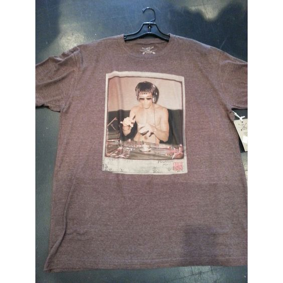Bruce Lee Dj T Shirt Polaroid Brown Small Medium Large Xlarge Xxl ($35) ❤ liked on Polyvore featuring tops, t-shirts, brown, women's clothing, graphic print t shirts, graphic tops, graphic print tees, graphic design t shirts and t shirts