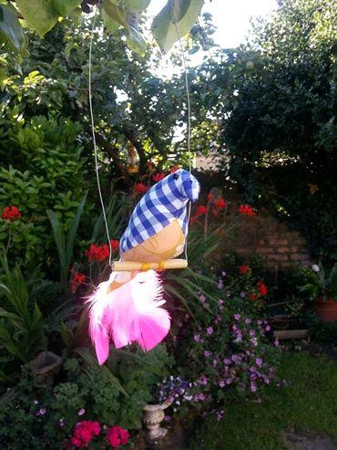 Swinging lovebird