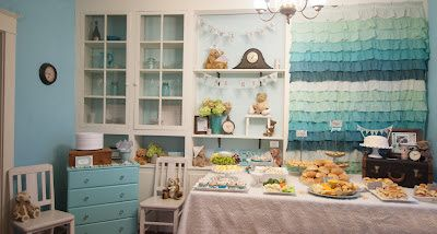 Extra Extra Newspaper Gender Reveal Party! Sooo cute----love ombre backdrop