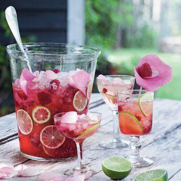 Un cocktail de champagne fruité / A cocktail of fruity champagne, cocktail party, pink