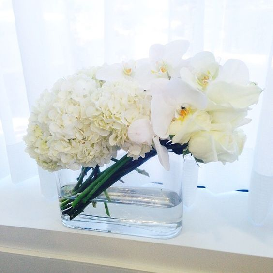 How to freshen up your office in an instant #allwhiteeverything #livinginstyle