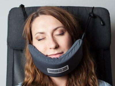 Con este invento dormir en un avión (sin acabar con el cuello destrozado) es un…