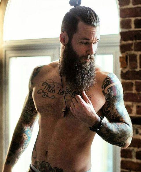 Barba + tatuajes = ¿galanes sexys? Mira esta galería de imágenes con las fotos de los hombres con barba y tatuajes más sexys de Instagram, ¿te gustan?