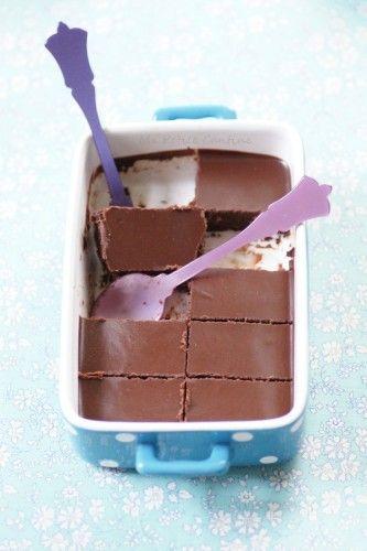 Du chocolat, encore du chocolat pour un Brownie Cru vite fait, complètement décadent, à savourer par petites bouchées.⎜Ma Petite Cantine #végétal #vegan #sucré #chocolat #cru #gourmandise