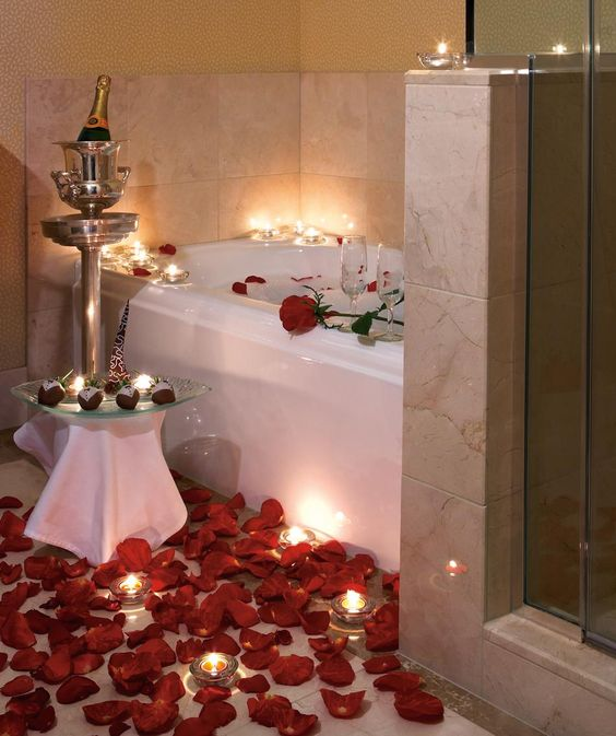 Romantic rose petal bath with champagne and strawberries for Bathroom romance photos