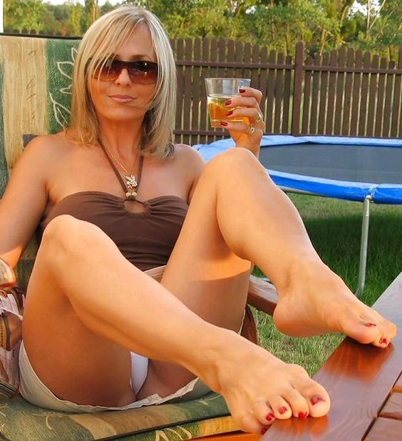 barefoot cougar
