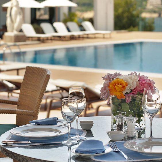 Außenbereich mit Pool des Hotels La Gavina in S'Agaró Spanien | creme guides