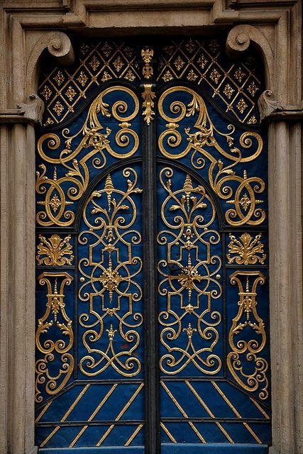 Wroclaw / Breslau -   eine der reich verzierten Türen der Universität