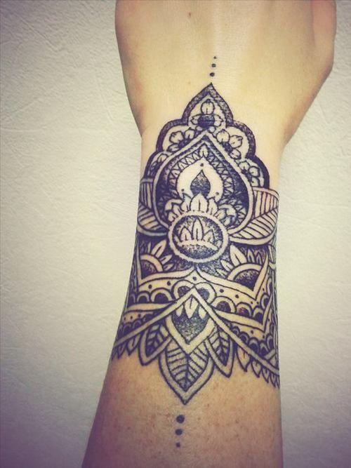 Manchette tattoo tattoo pinterest beautiful mandalas et lotus - Tatouage manchette mandala ...
